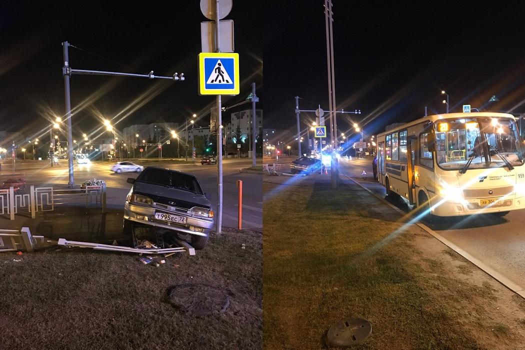 В Тобольске молодой лихач без прав влетел в автобус и сбил отца с сыном 1