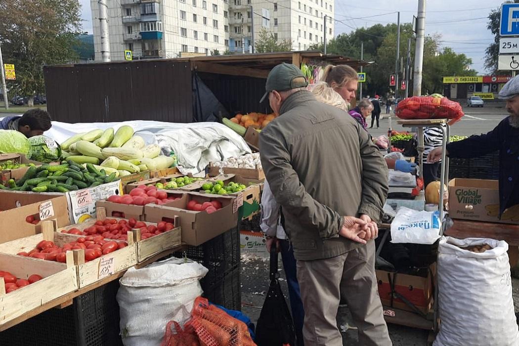 Ярмарка + рынок + уличная торговля+ овощи + помидоры + кабачки + капуста + покупатели + огурцы + тыква + тыквы