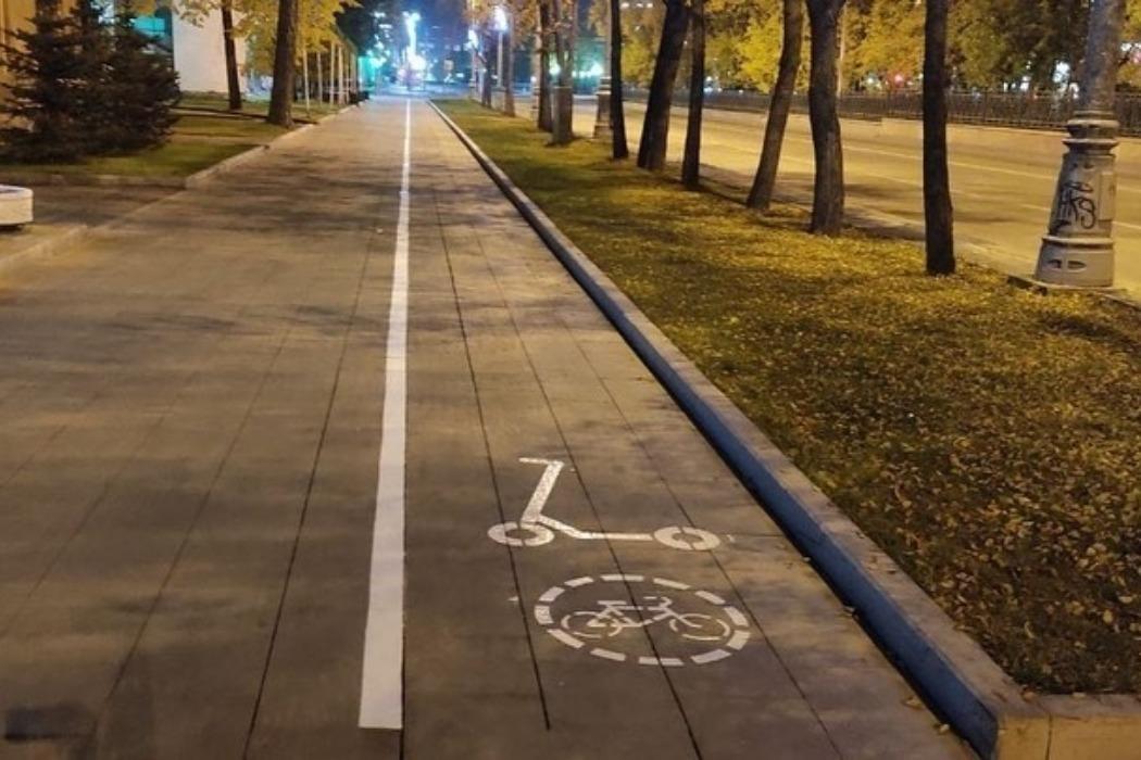Разметка для самокатов в Екатеринбурге появилась вдоль проспекта Ленина и Набережной