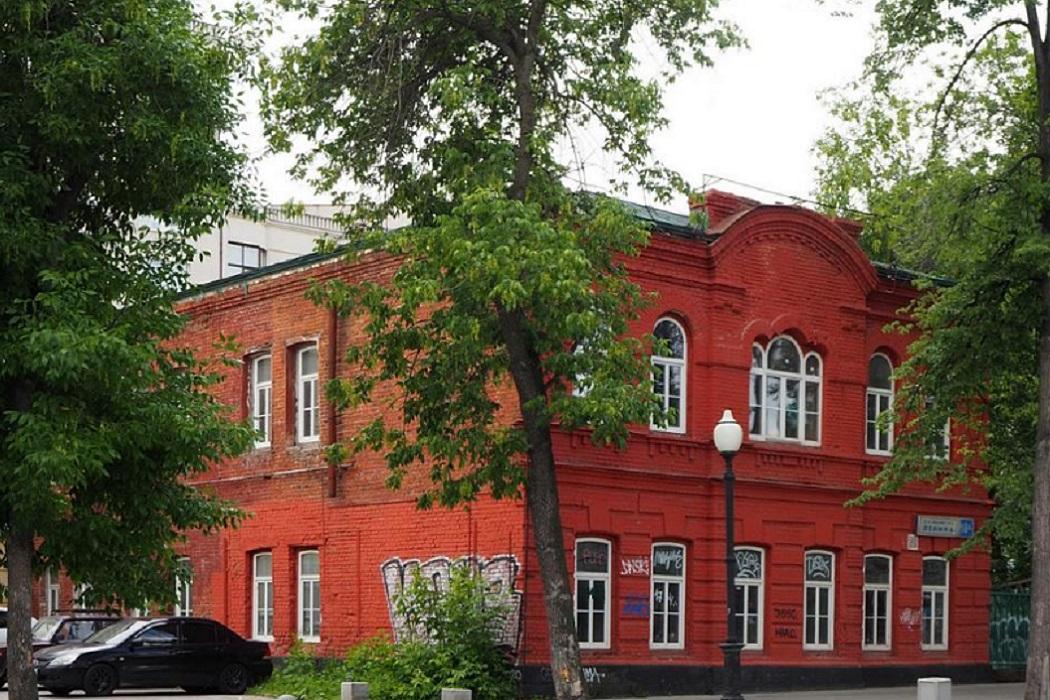 В Екатеринбурге продают исторический особняк XIX века на проспекте Ленина