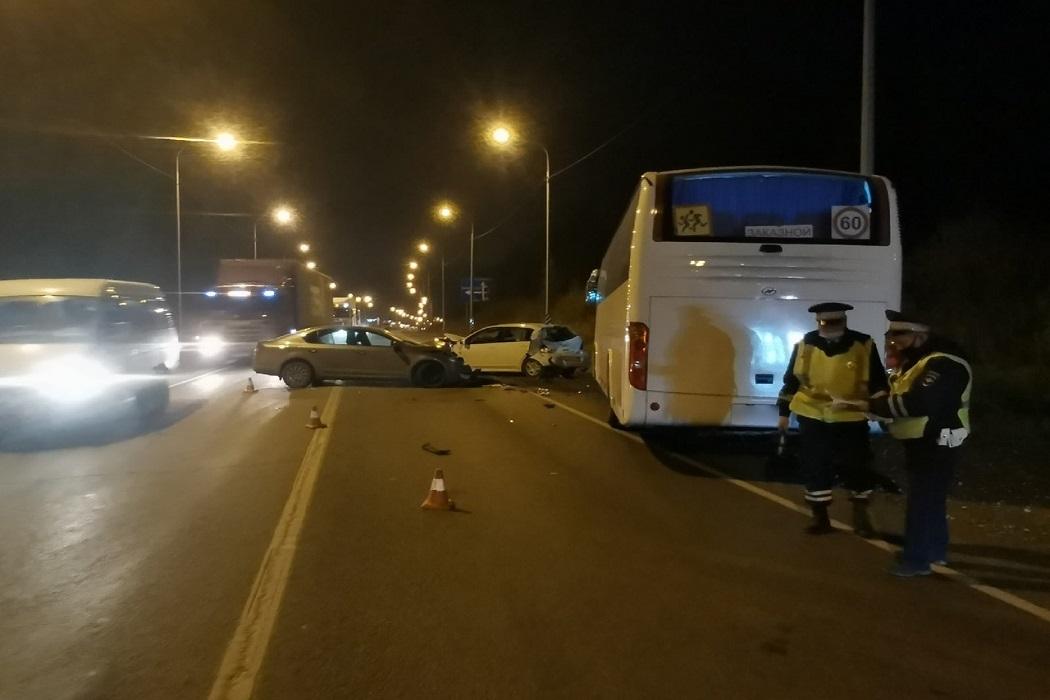 В массовом ДТП с автобусом на трассе Екатеринбург-Пермь пострадало 5 человек