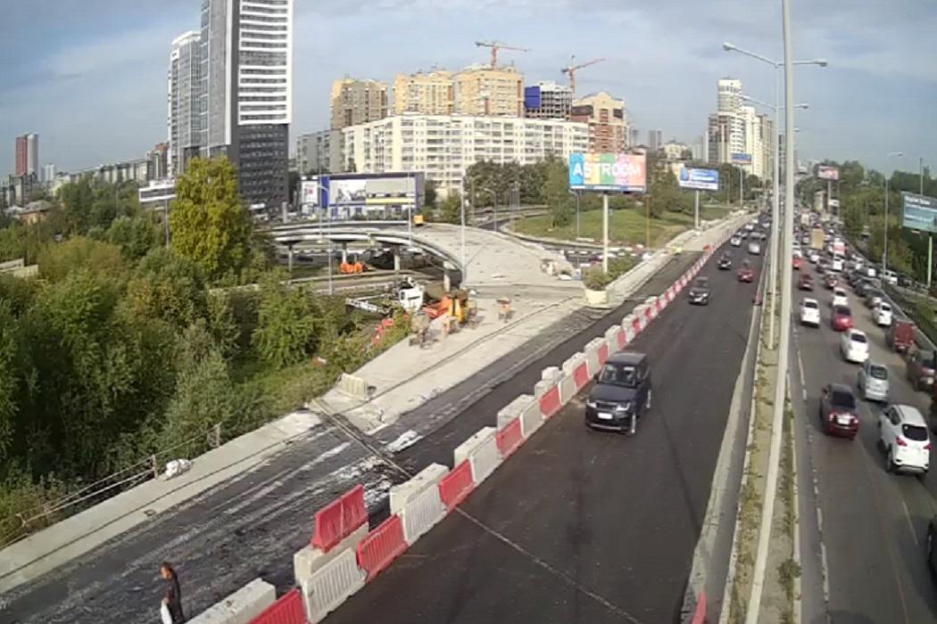 По двум полосам Кольцовского тракта в Екатеринбурге открыли движение