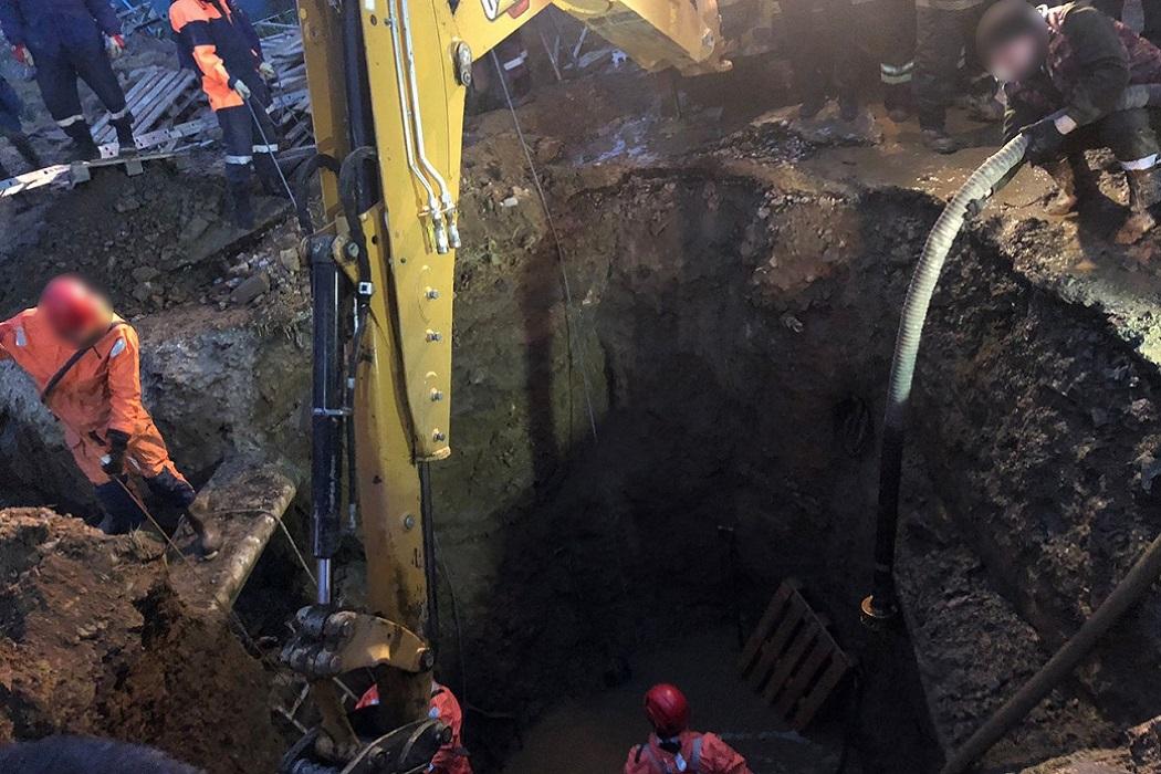 В Екатеринбурге рабочий погиб под завалами котлована с водой