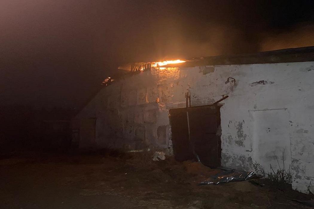 В посёлке Новоипатово потушили крупный пожар площадью 1500 квадратных метров
