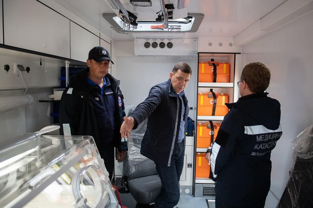 Пять супероснащённых реанимобилей прибыли в Свердловскую область