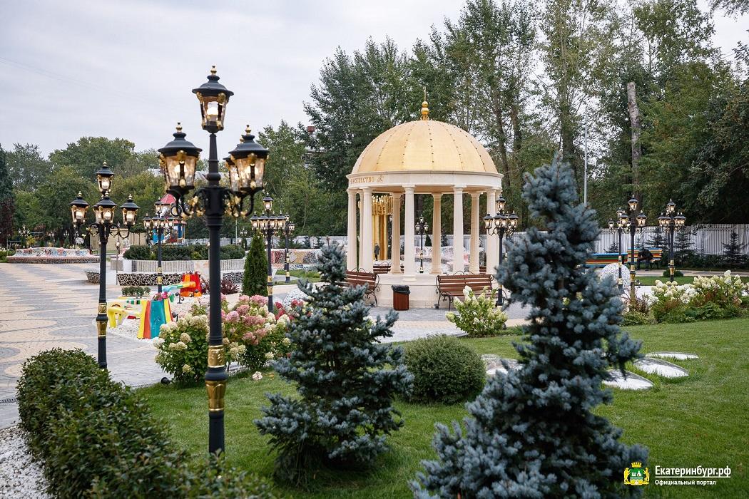 Глава Екатеринбурга Алексей Орлов оценил стадион «золотой» школы №106