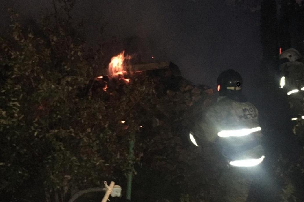 Ночью в Екатеринбурге сгорели два дома в СНТ «Полянка»