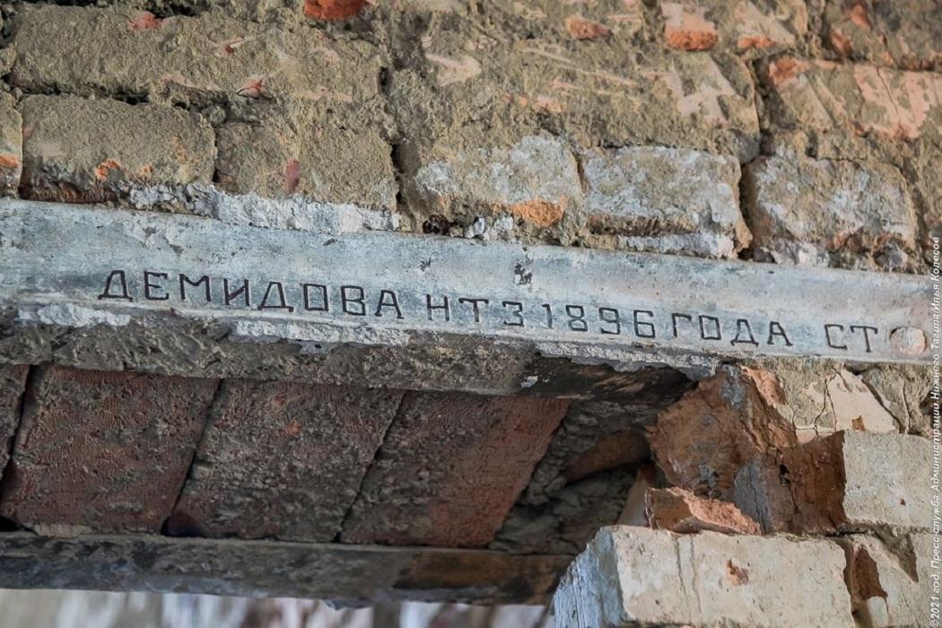 В Нижнем Тагиле в стенах школы №23 нашли демидовские рельсы XIX века