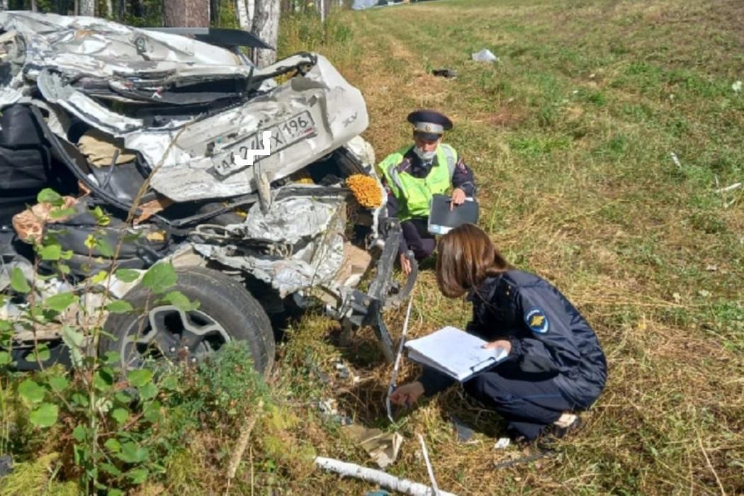 В ДТП на свердловской трассе водитель грузовика въехал в Subaru и погиб