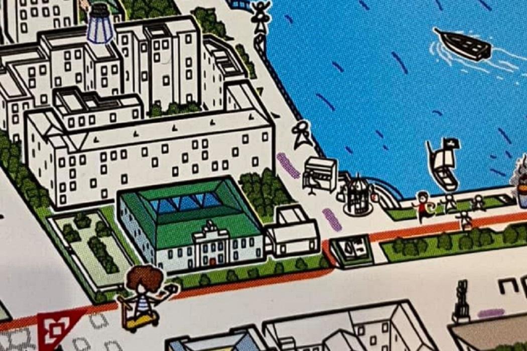 В Екатеринбурге выпустили карту города с бегущим Ройзманом и батутом у ГЦСИ