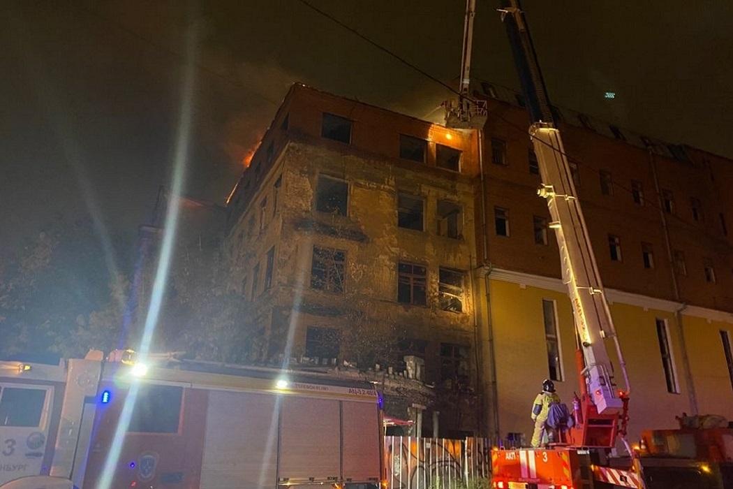Заброшенная больница вновь загорелась в Зелёной роще Екатеринбурга