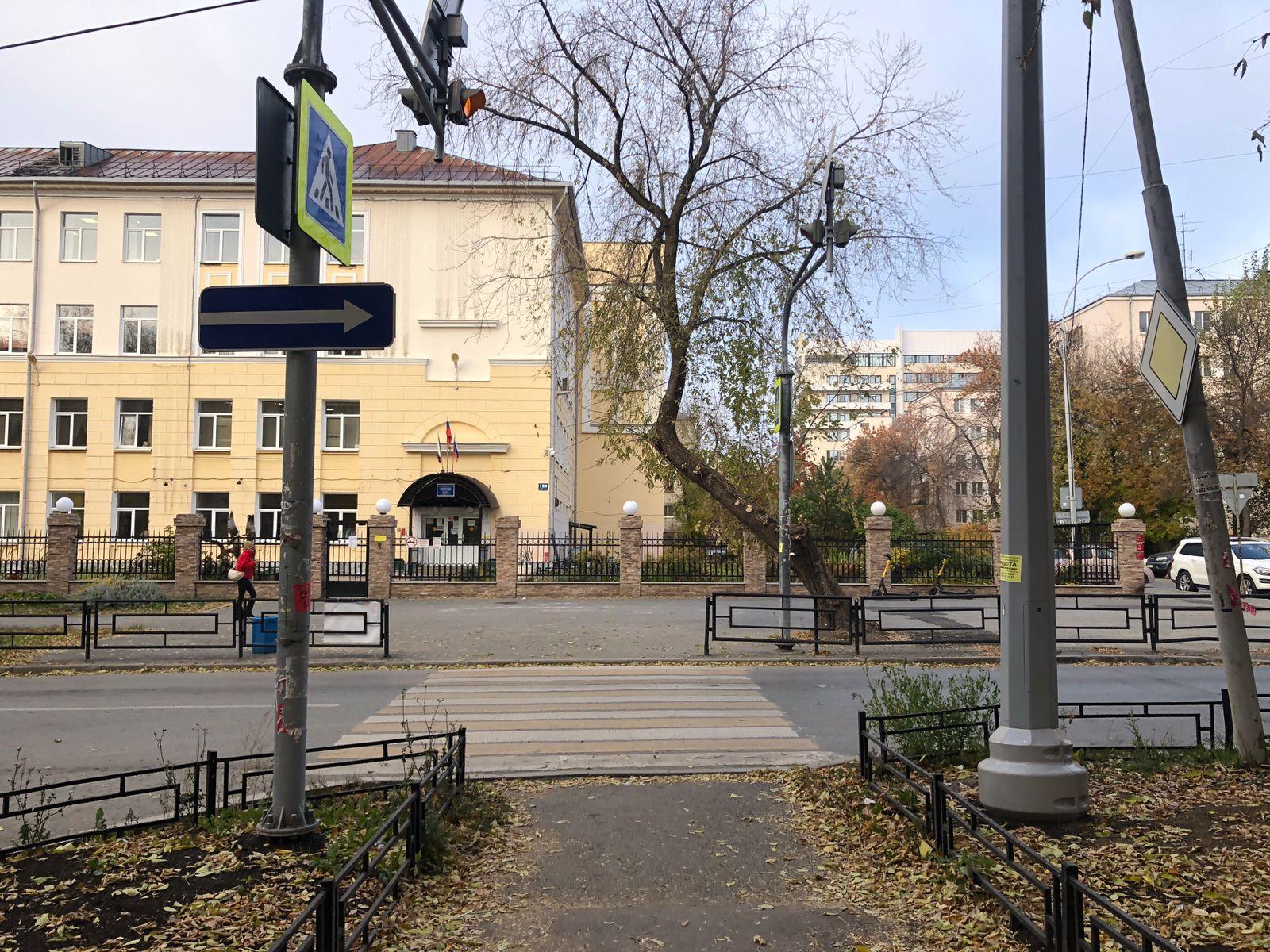 В ГИБДД Екатеринбурга ищут водителя, сбившего 80-летнюю старушку на Бажова