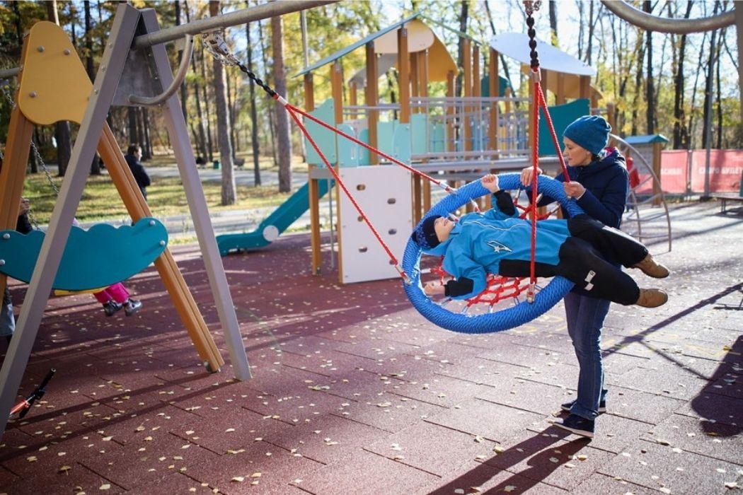 В ЦПКиО Екатеринбурга отрыли инклюзивную спортивную площадку для детей