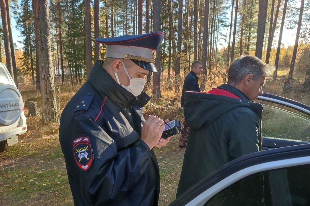 В Ивделе экипаж ДПС поймал пьяного 37-летнего водителя, прятавшегося в лесу