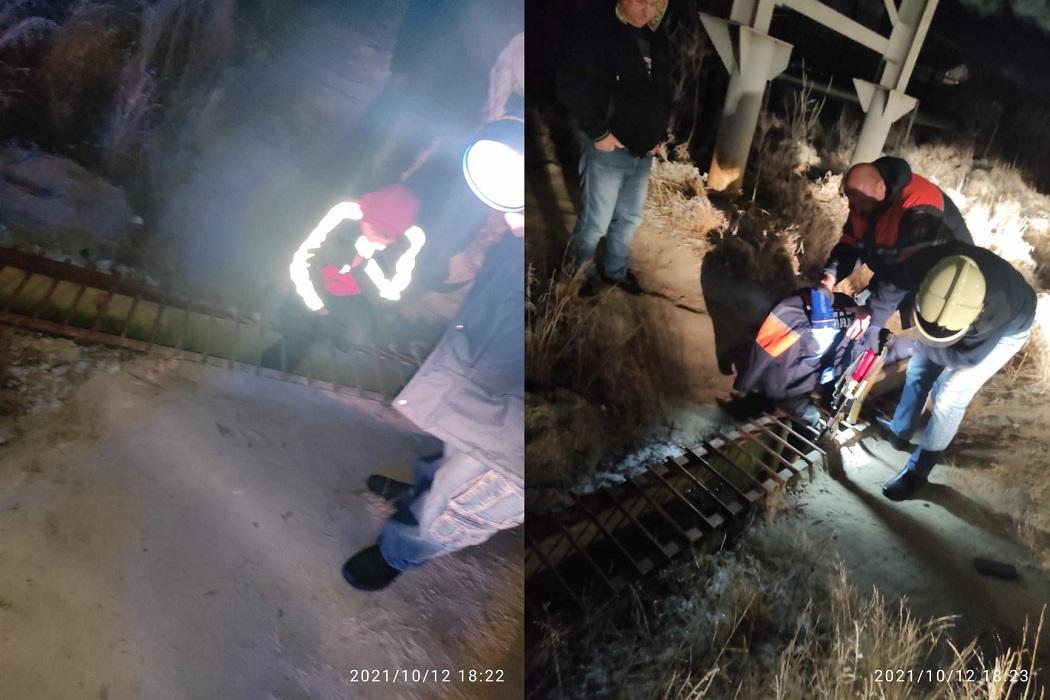 На Ямале спасатели помогли школьнику, застрявшему в ливнёвке
