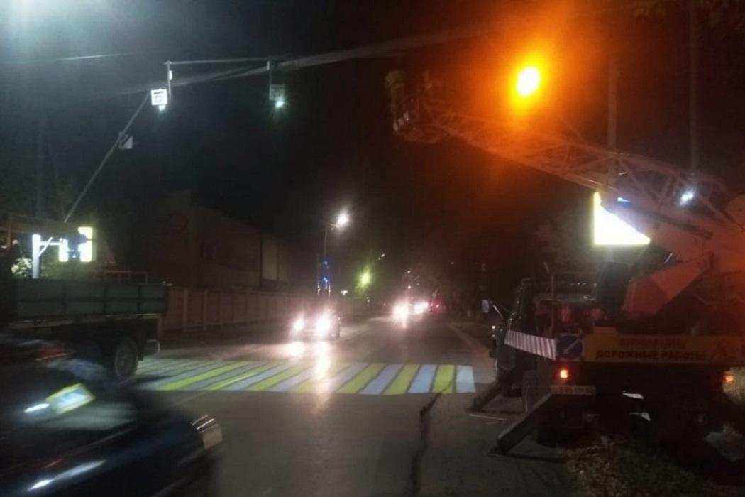 Пешеходный переход + переход + проекционный переход + освещение + дорожная техника