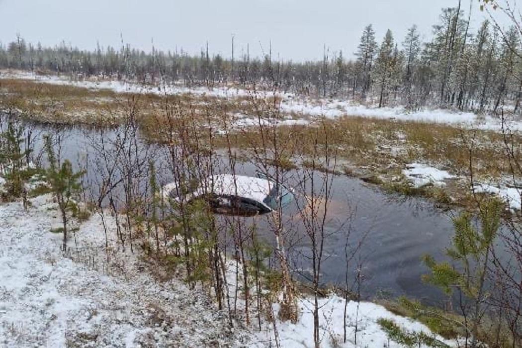 Под Ноябрьском иномарка улетала в кювет и ушла под воду