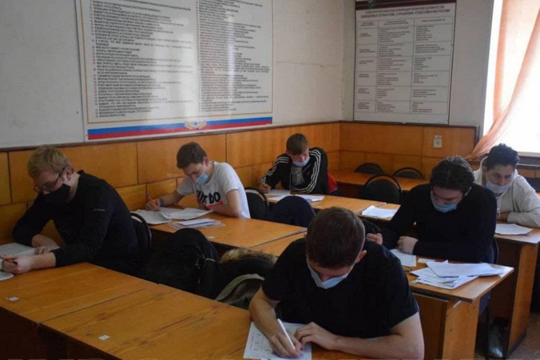 Школа + парты + призывники + учёба + колледж + институт + комиссариат + военный комиссар + армия