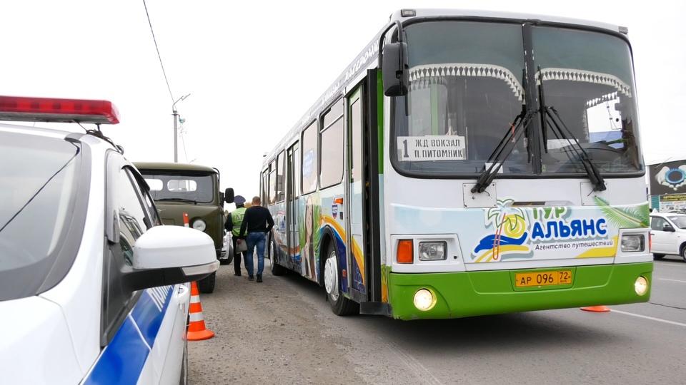 В Ишиме автоинспекторы проверили более 100 грузовиков и автобусов