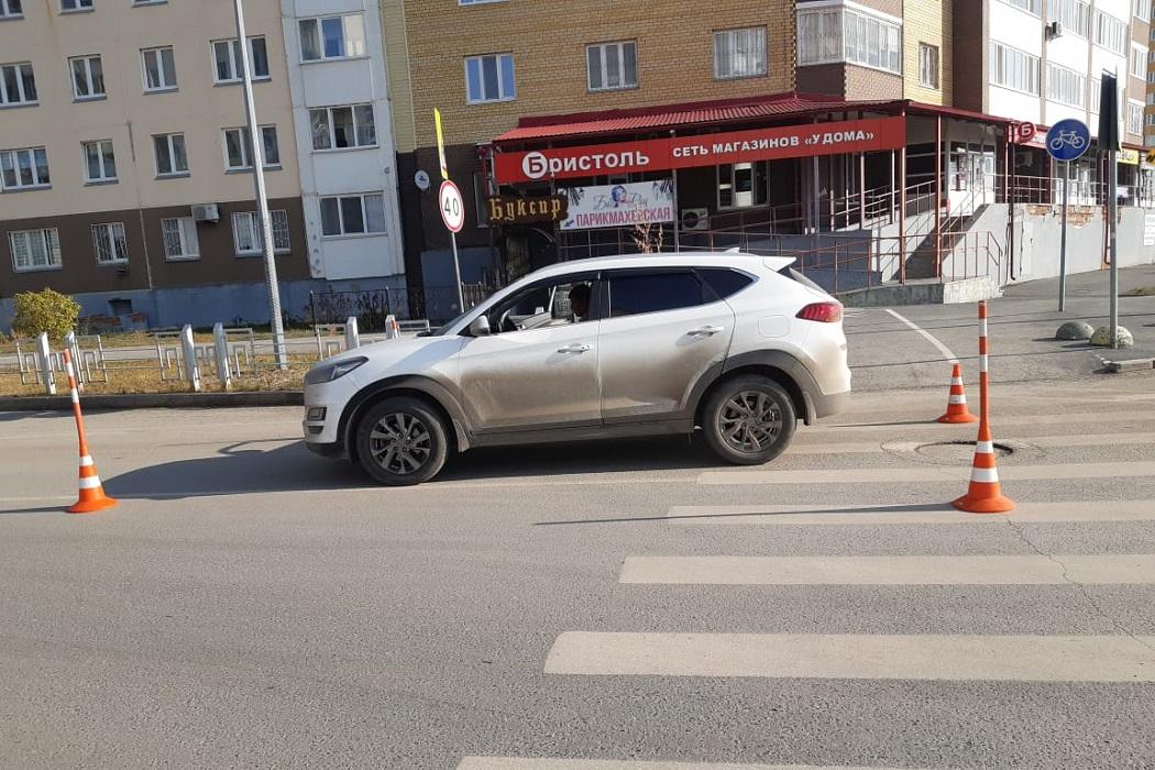 В Тюмени водитель иномарки сбил маму с ребёнком в коляске 1