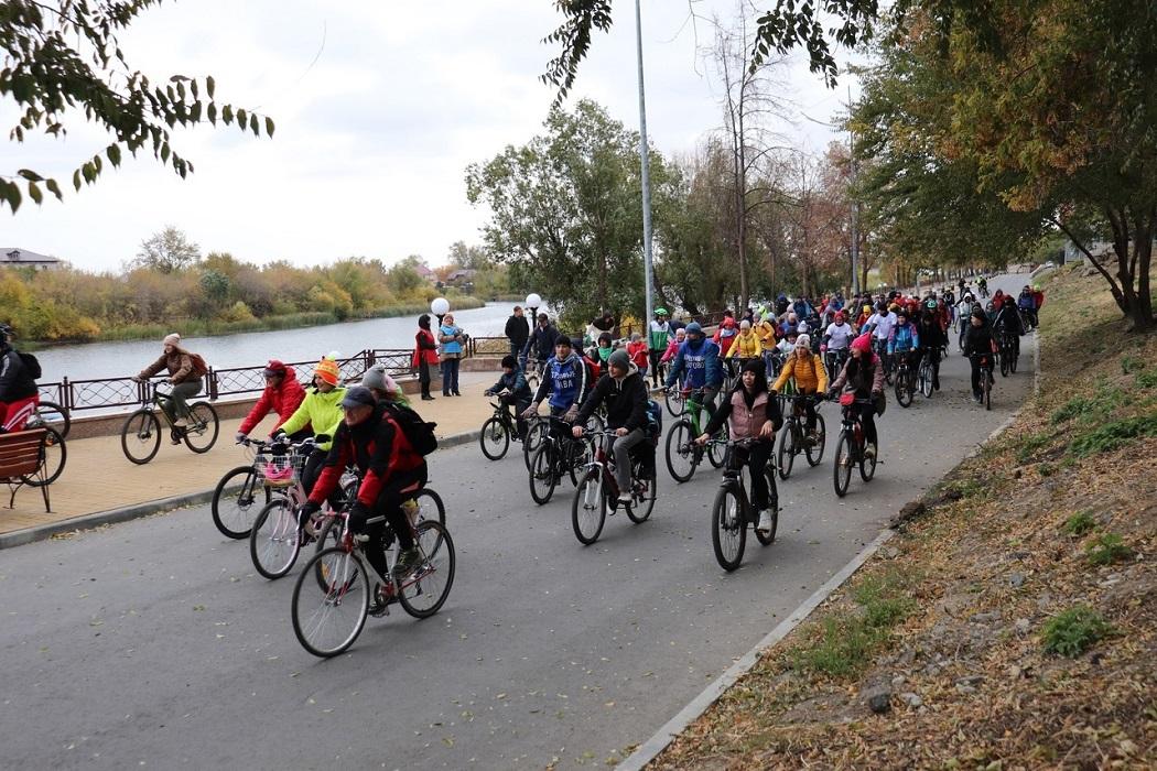 Велопробег + велосипед + велосипедисты + осень + набережная