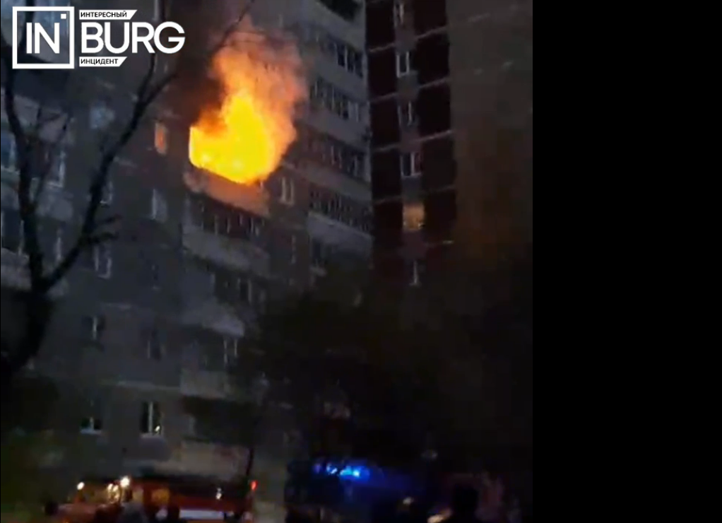 В Екатеринбурге из пожара на улице Бебеля пожарные спасли 18 человек