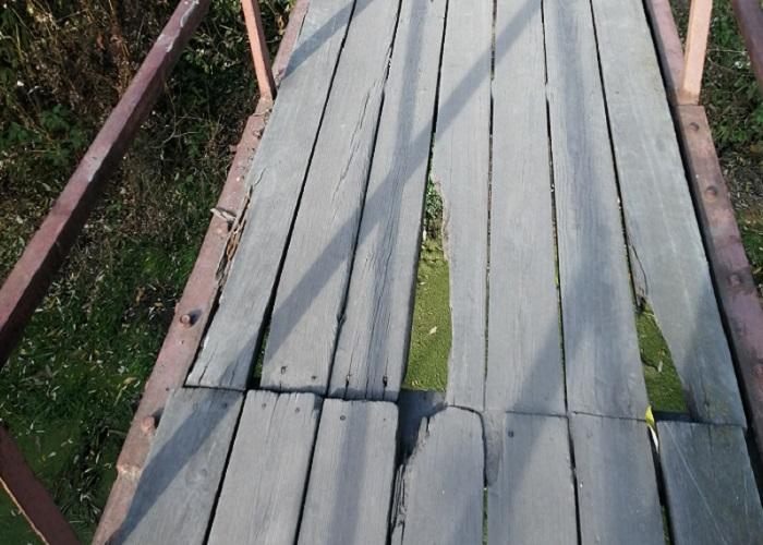 Шадринцы снова попросили отремонтировать мостик через реку Канаш