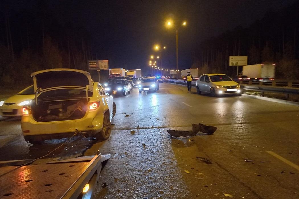 В массовом ДТП на Объездной в Екатеринбурге пострадал пятилетний ребёнок