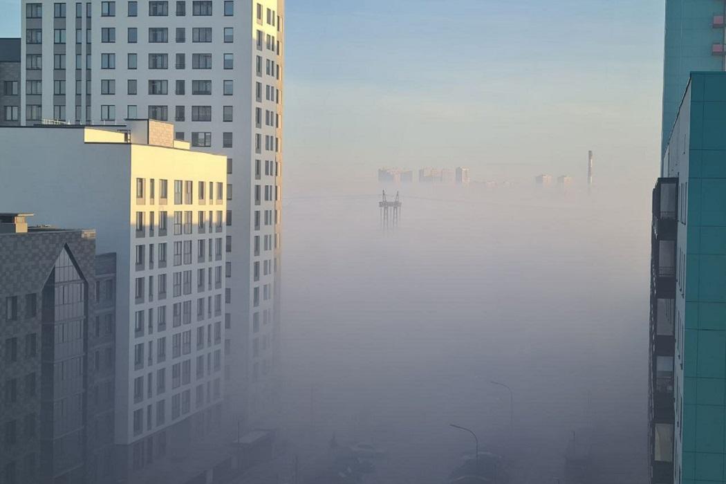 Жители Солнечного на юге Екатеринбурга рассказали о невыносимом запахе гари