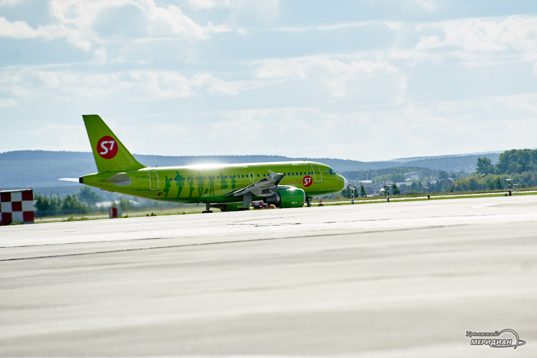 Аэропорт Кольцово самолет S7
