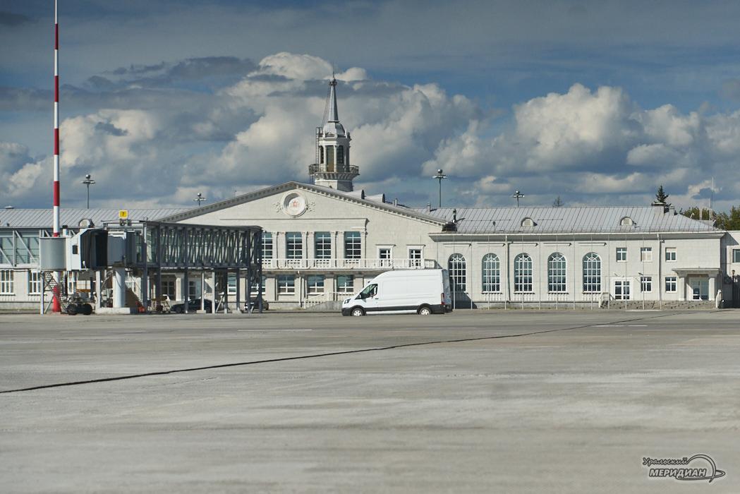 Аэропорт Кольцово самолет старое здание