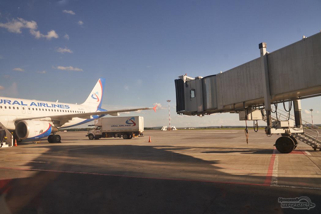 Аэропорт самолет Уральские авиалинии