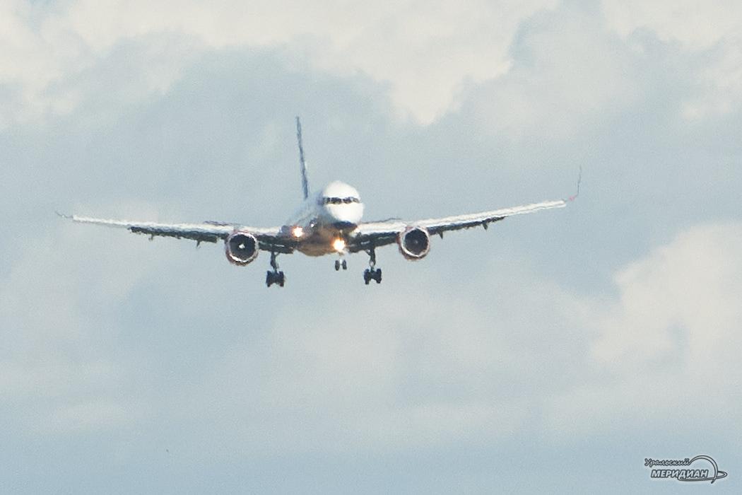 Аэропорт самолет в небе