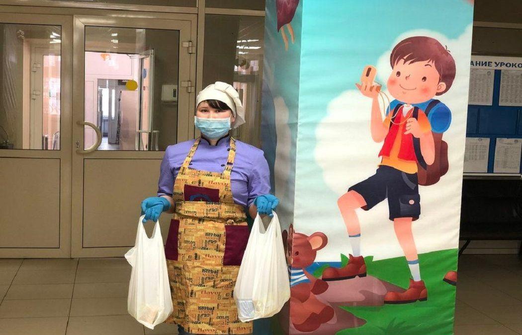 Более 30 тысяч продуктовых наборов выдали тюменским школьникам