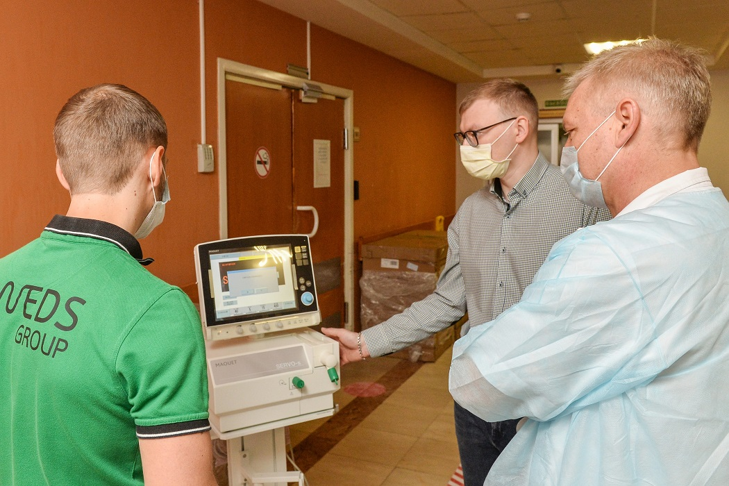 Больницы ЯНАО получили 20 аппаратов ИВЛ и партию медицинских масок