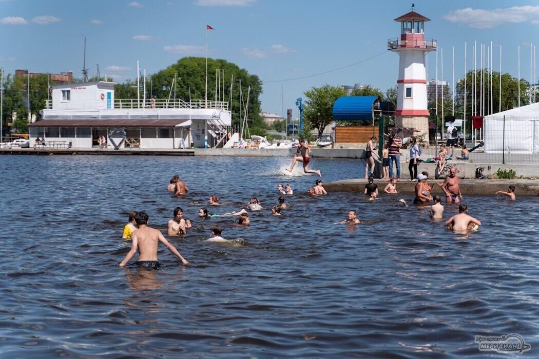 Купальный сезон пляж река озеро