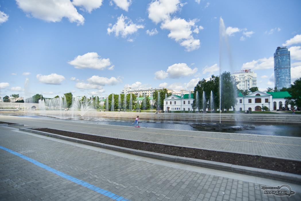 Pojushhij fontan istoricheskij skver plotinka Ekaterinburg 21