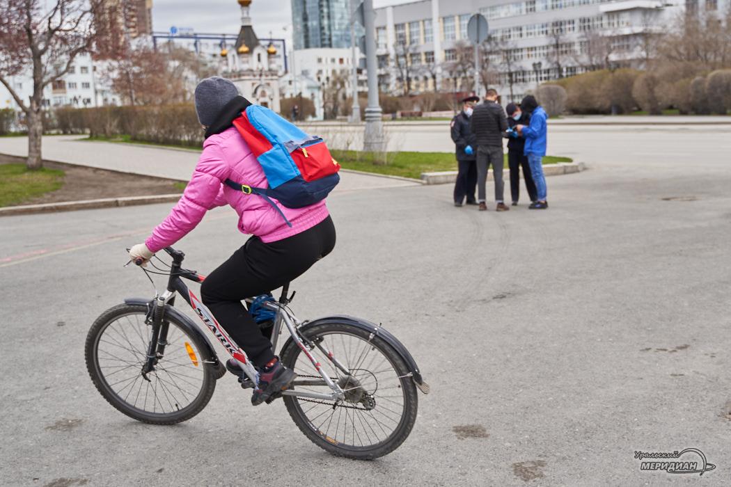 Полиция МВД карантин велосипедист