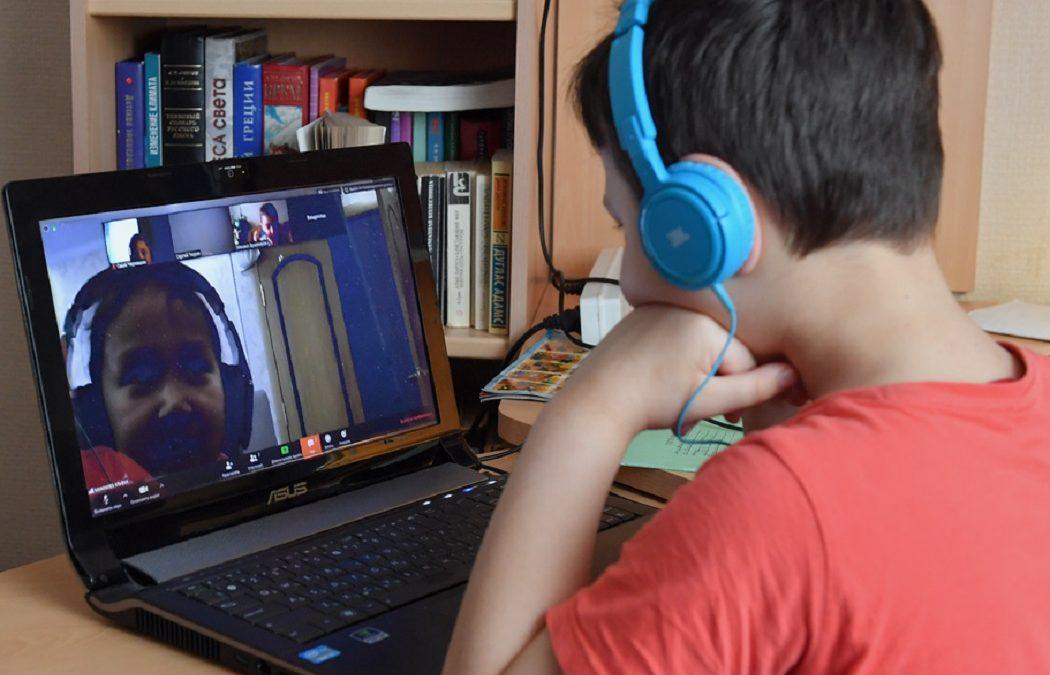 Школьники Ямала приступили к учебе в режиме онлайн