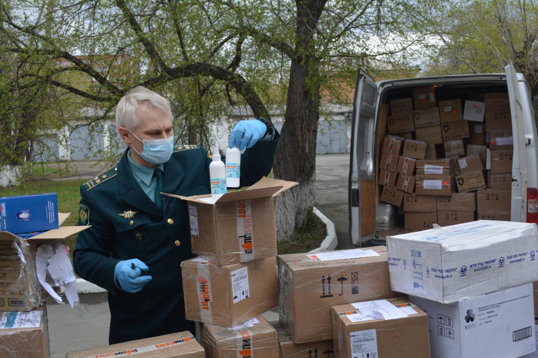 Челябинские таможенники передали больнице 150 000 конфискованных медсредств