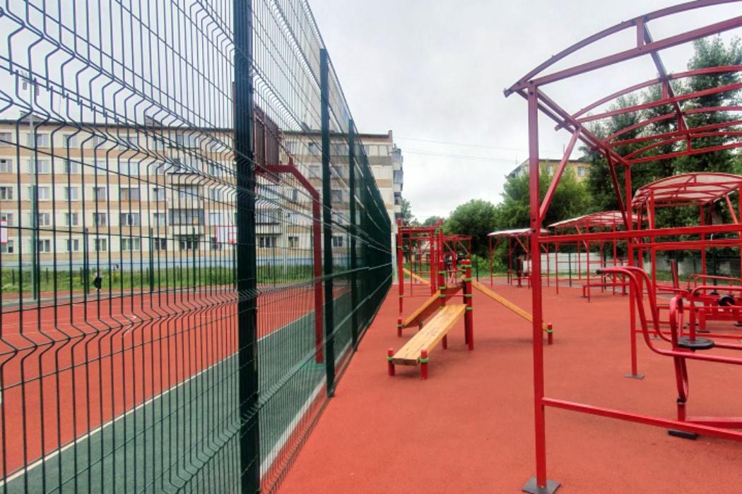 В челябинской гимназии, где учится сын Текслера, строят футбольное поле
