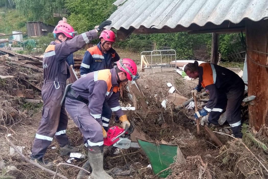 В Нижних Сергах из зоны ЧС вывезли более 2 тысяч кубометров мусора