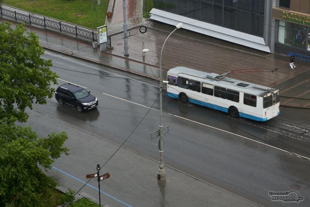 дождь машина троллейбус улица дорога