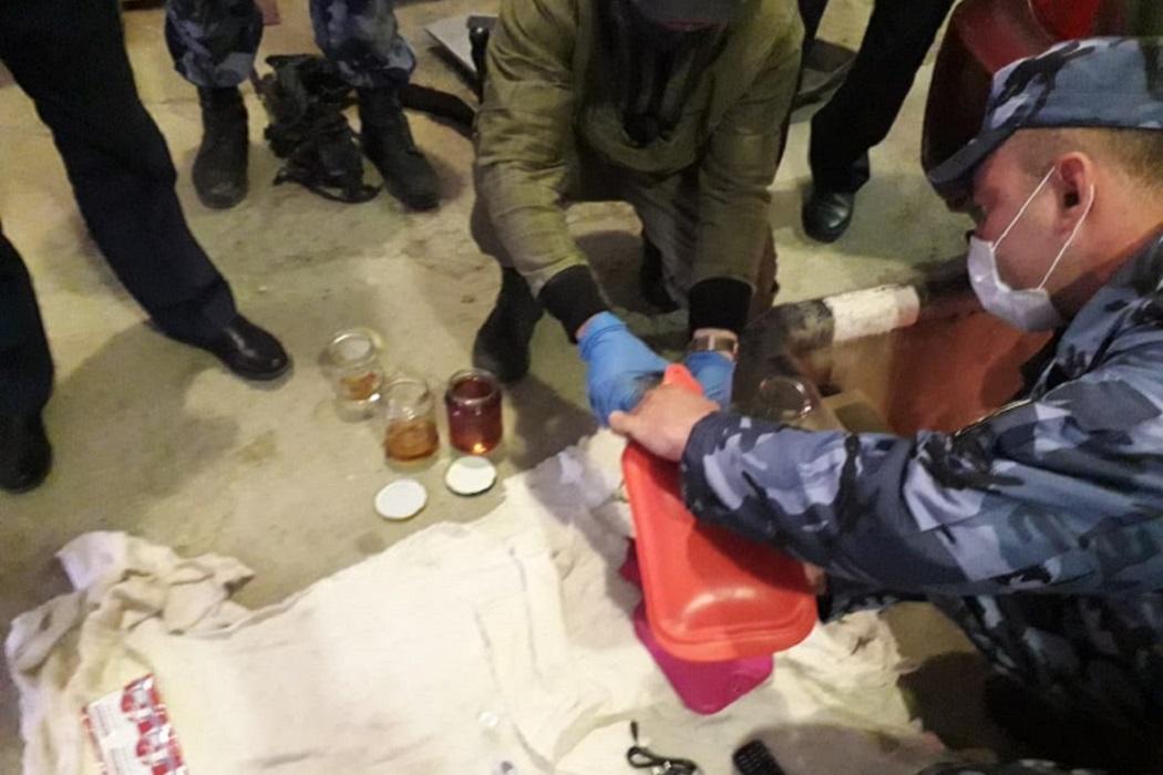В невьянской колонии изъяли 10 литров коньяка, дрожжи и таблетки