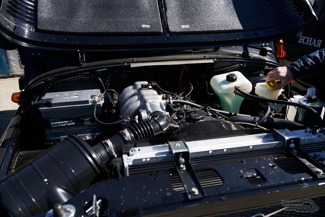 машина двигатель капот