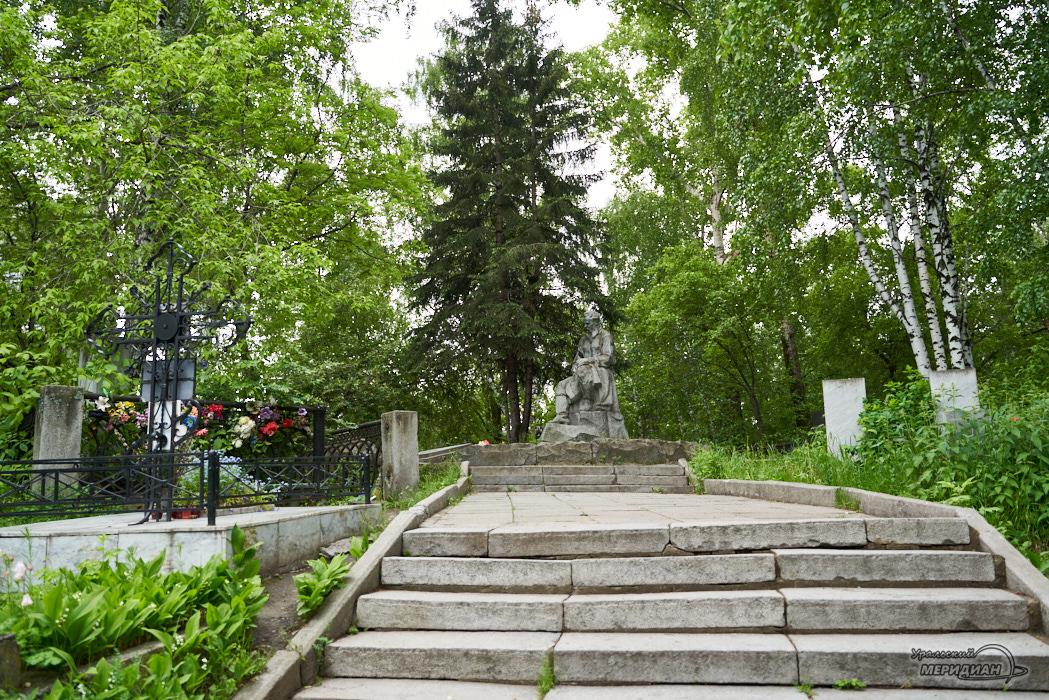 mogila bazhov ivanovskoe kladbishhe Ekaterinburg 1