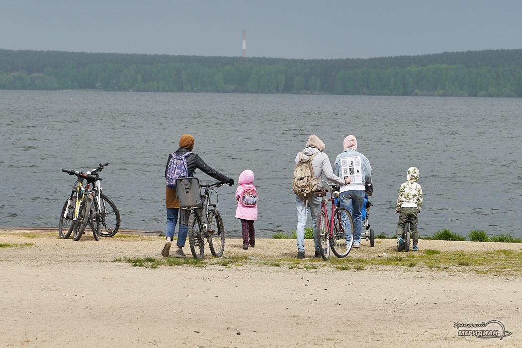озеро велосипедисты семья шарташ