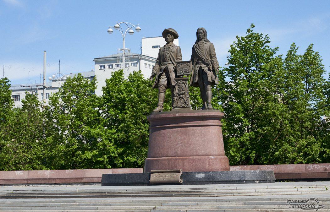 памятник Татищев и Де Генин