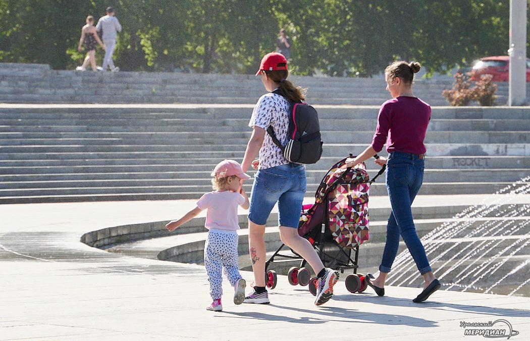 peshehod semya fontan rebenok Ekaterinburg 1