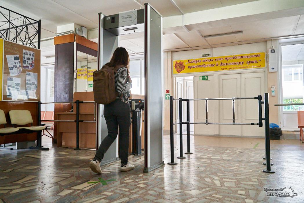 shkola vhod ramka metallodetektor shkolnik